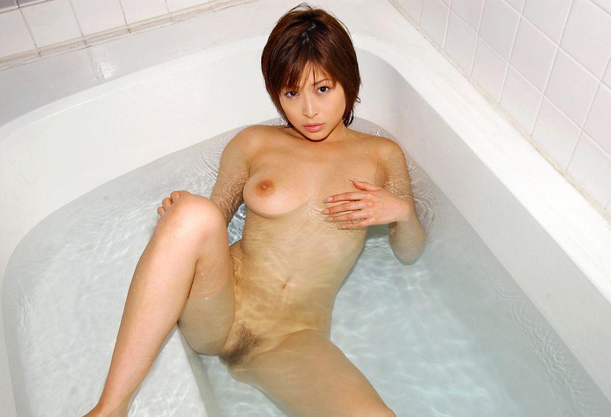 【おっぱい】欲情を駆り立ててくることに注力させたら最強の温泉や風呂でのヌードwww【30枚】 10