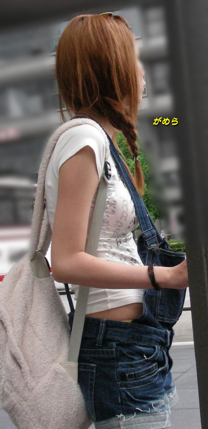 【おっぱい】着衣でも関係なく大きいとわかってしまう素人さんたちが街を歩くとこうなるwww【30枚】 17