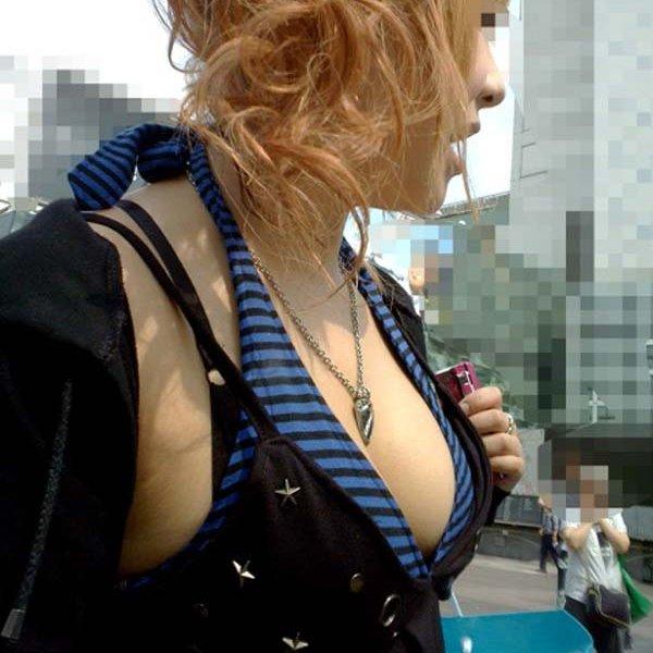 【おっぱい】着衣でも関係なく大きいとわかってしまう素人さんたちが街を歩くとこうなるwww【30枚】 24