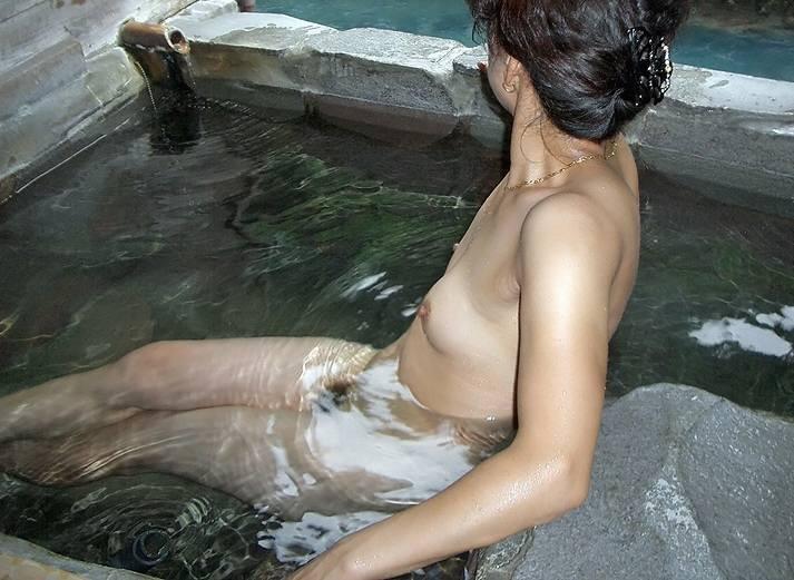 【おっぱい】露出スポットに悩んでいる素人さんが行き着くところ、それが温泉www【30枚】 05