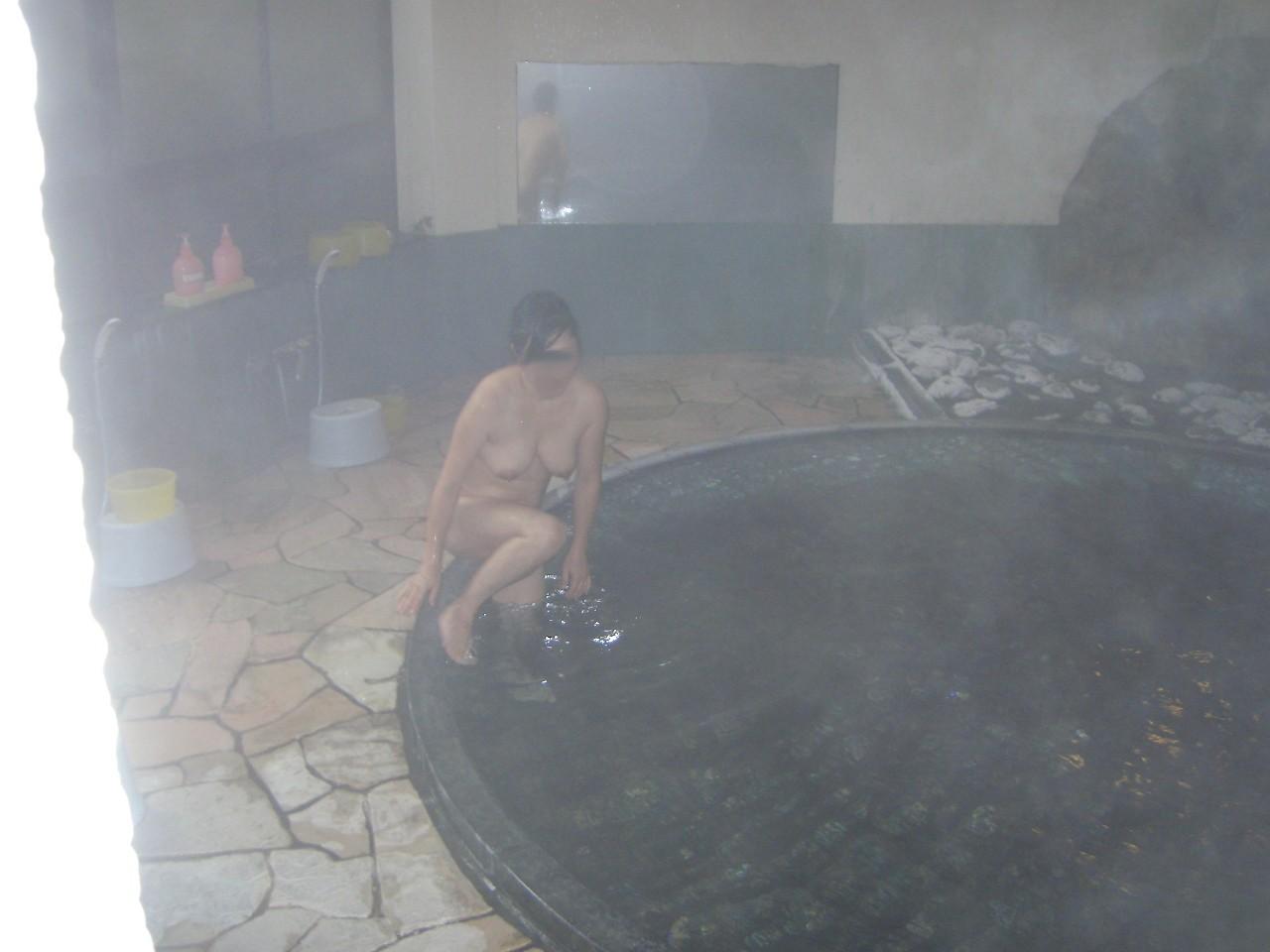 【おっぱい】露出スポットに悩んでいる素人さんが行き着くところ、それが温泉www【30枚】 30