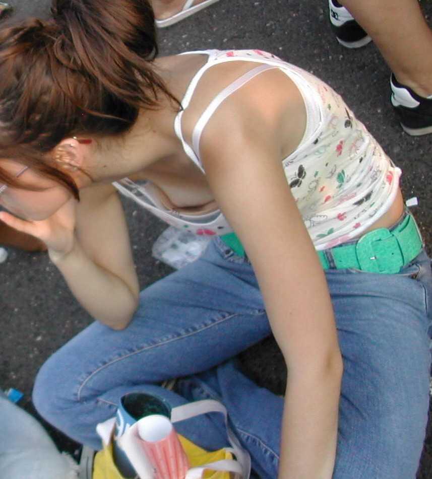 【おっぱい】悩ましい胸チラを街中で見たら童貞みたいな反応してまう自信があるwww【30枚】 09