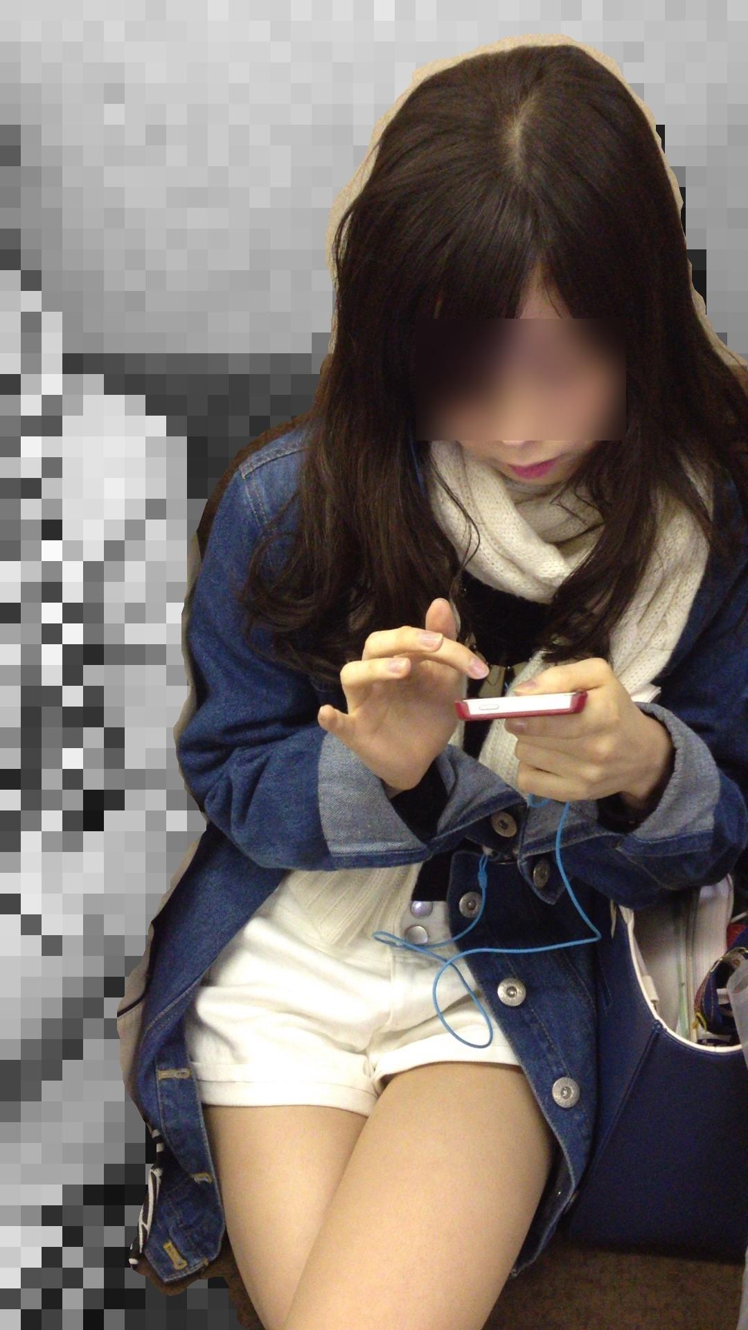 【おっぱい】電車で座れたと思って気を抜いた女の子は胸元がガラ空きという噂www【30枚】 04