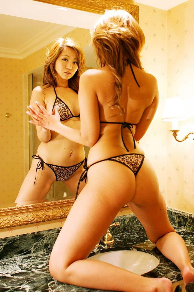 【おっぱい】鏡に映っているおっぱいがすべてエロく見えるのはどうしてwww【28枚】 19