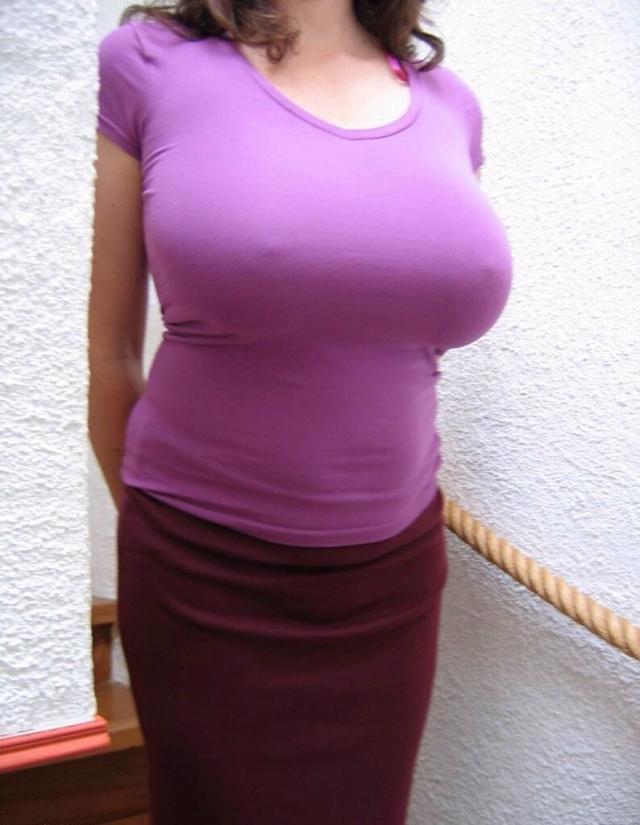 【おっぱい】巨乳が目立ちすぎるファッションで外に出ちゃう素人さんってwww【30枚】 04