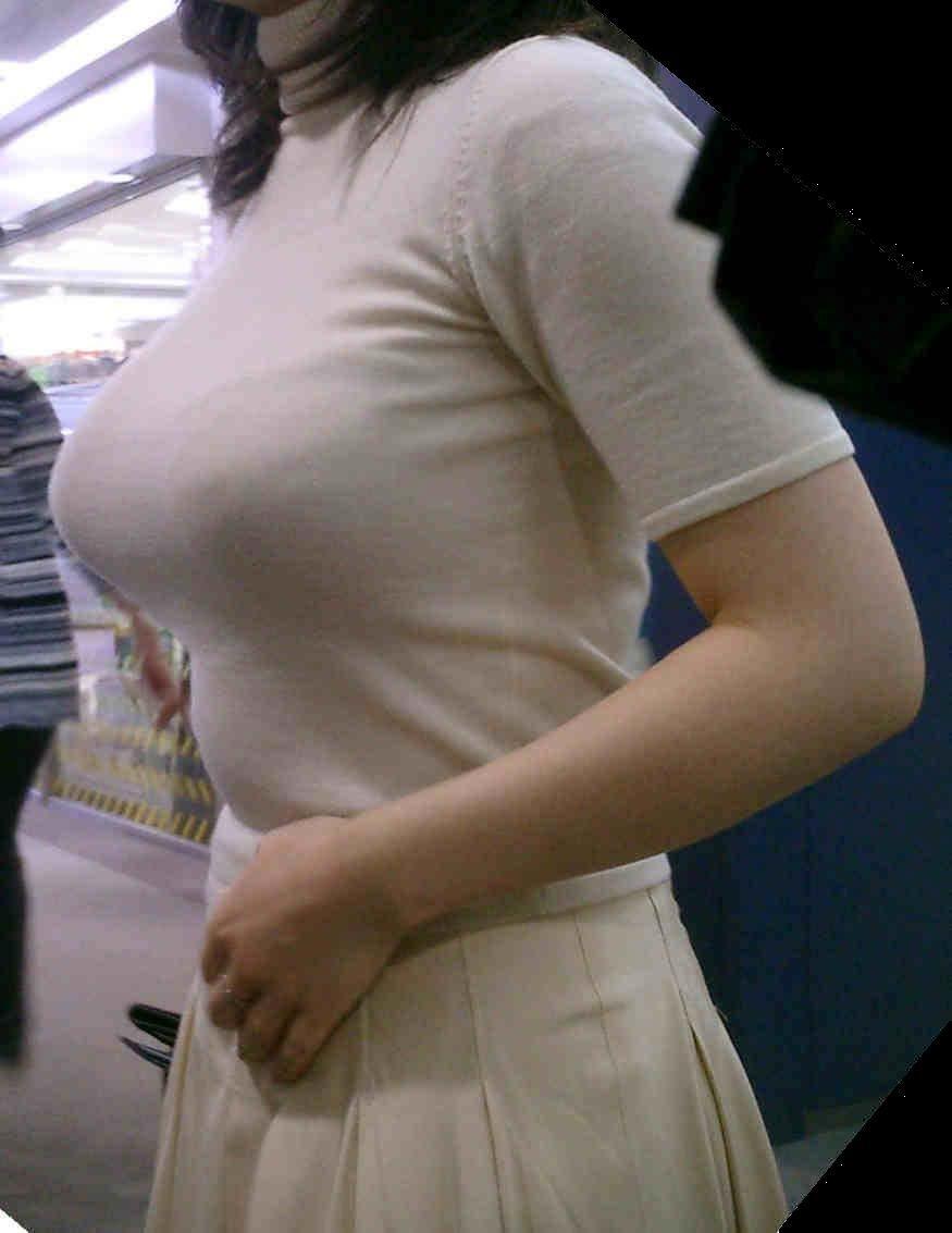 【おっぱい】巨乳が目立ちすぎるファッションで外に出ちゃう素人さんってwww【30枚】 28