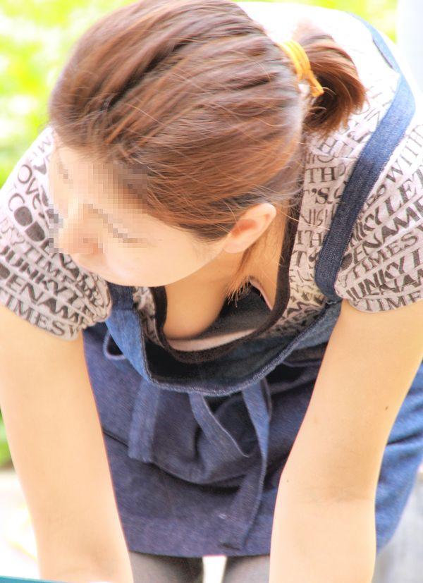 【おっぱい】胸チラを見たい?それなら晴れた日に外に出たらいくらでも見れるよ!【30枚】 17