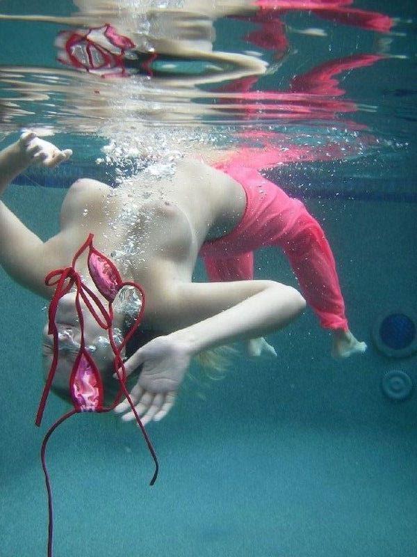 【おっぱい】今年こそ海に行くぞ!と決意を改めるための水着画像まとめwww【29枚】
