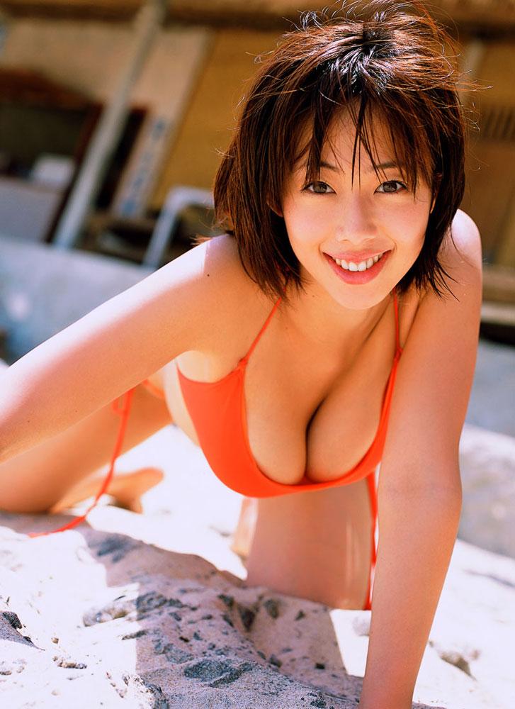 【おっぱい】こんなエロい水着の美女が生で見れるなら海に行くのも悪くない!【30枚】 10