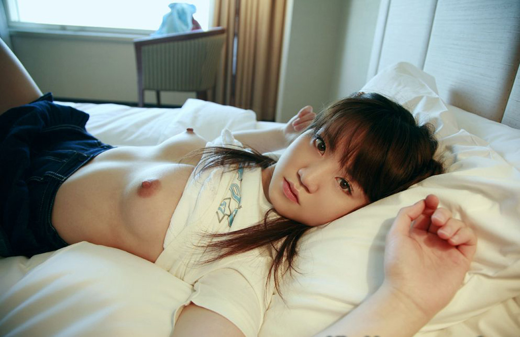 【おっぱい】ショートカットだけでは満足できなかった人のための可愛い系の女の子のエロ画像www【27枚】 01