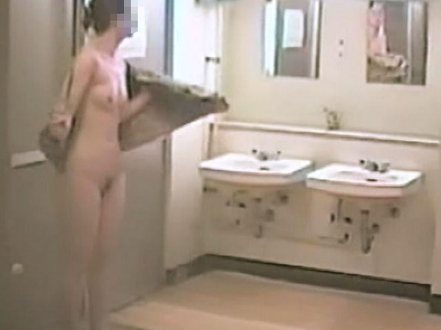【おっぱい】男のロマンである脱衣所への乱入を妄想するのにベストな画像たちwww【30枚】 08