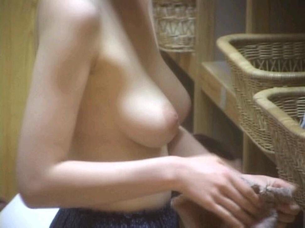 【おっぱい】男のロマンである脱衣所への乱入を妄想するのにベストな画像たちwww【30枚】 13