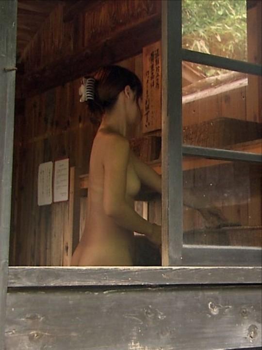 【おっぱい】男のロマンである脱衣所への乱入を妄想するのにベストな画像たちwww【30枚】 15
