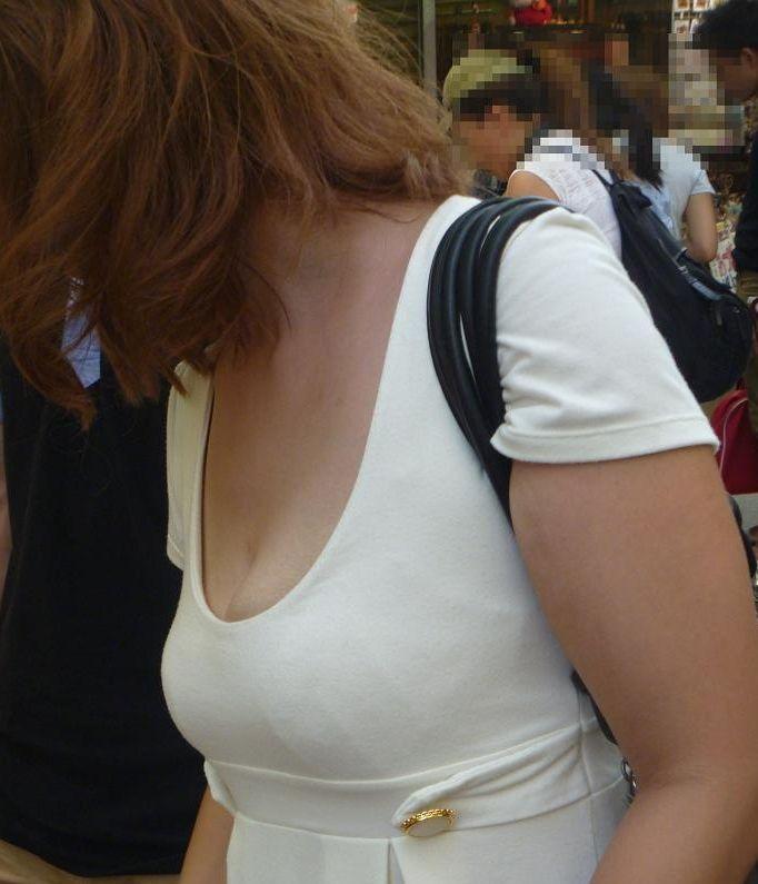 【おっぱい】どうしてもおっぱいにしか目がいかない巨乳素人さんの街撮り画像www【30枚】 04