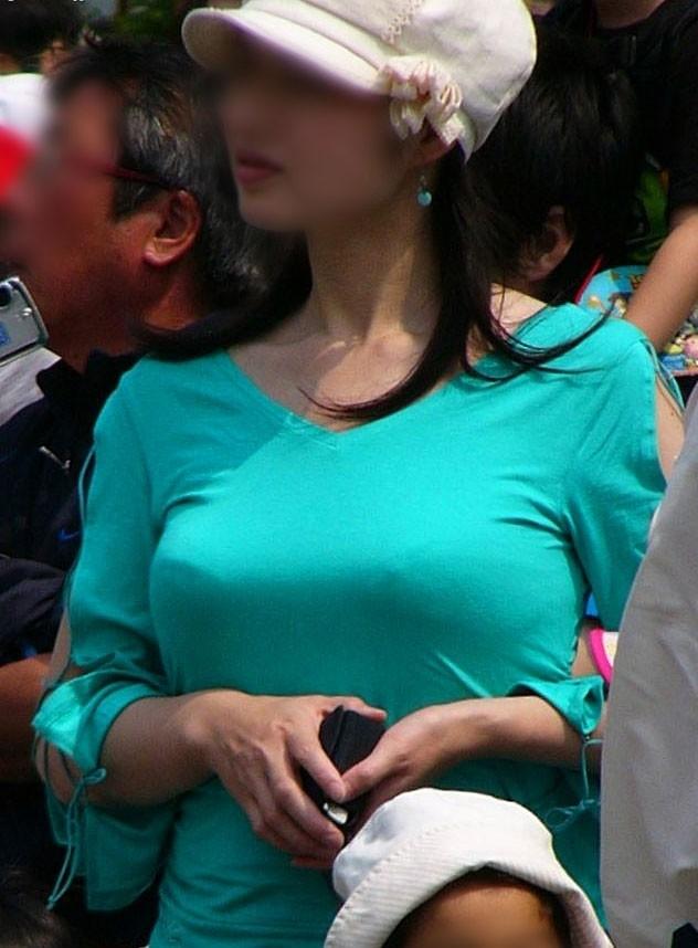 【おっぱい】どうしてもおっぱいにしか目がいかない巨乳素人さんの街撮り画像www【30枚】 08