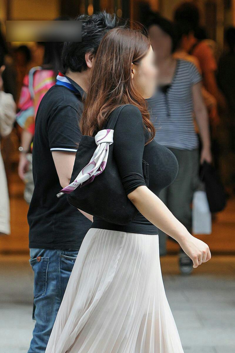 【おっぱい】どうしてもおっぱいにしか目がいかない巨乳素人さんの街撮り画像www【30枚】 18