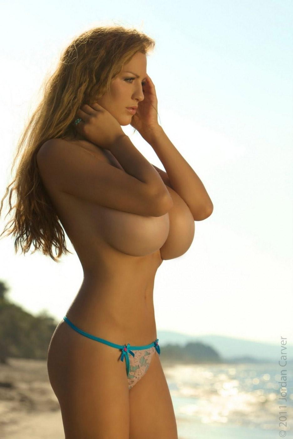 【おっぱい】偽乳を疑ってしまうほどのまん丸すぎるメロン巨乳の女性ってwww【30枚】 05