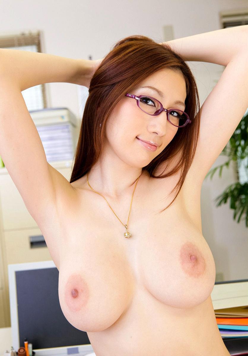 【おっぱい】偽乳を疑ってしまうほどのまん丸すぎるメロン巨乳の女性ってwww【30枚】 10