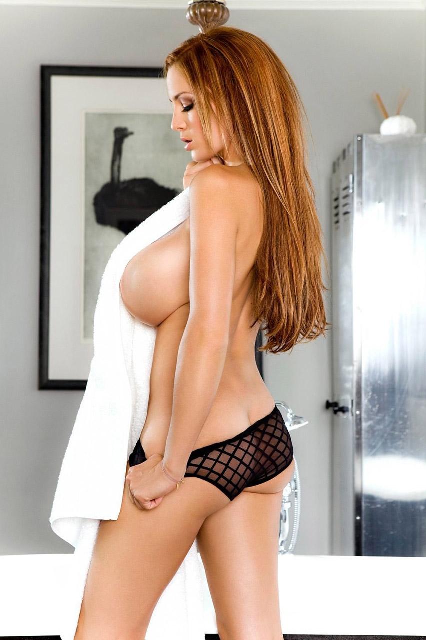 【おっぱい】偽乳を疑ってしまうほどのまん丸すぎるメロン巨乳の女性ってwww【30枚】 12