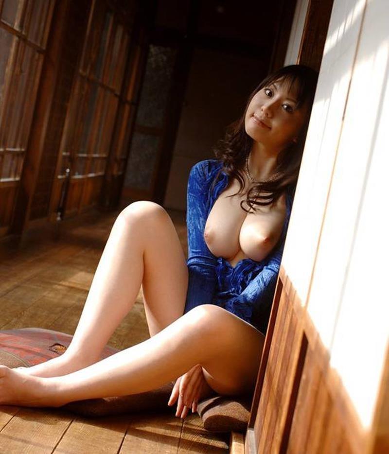 【おっぱい】偽乳を疑ってしまうほどのまん丸すぎるメロン巨乳の女性ってwww【30枚】 18