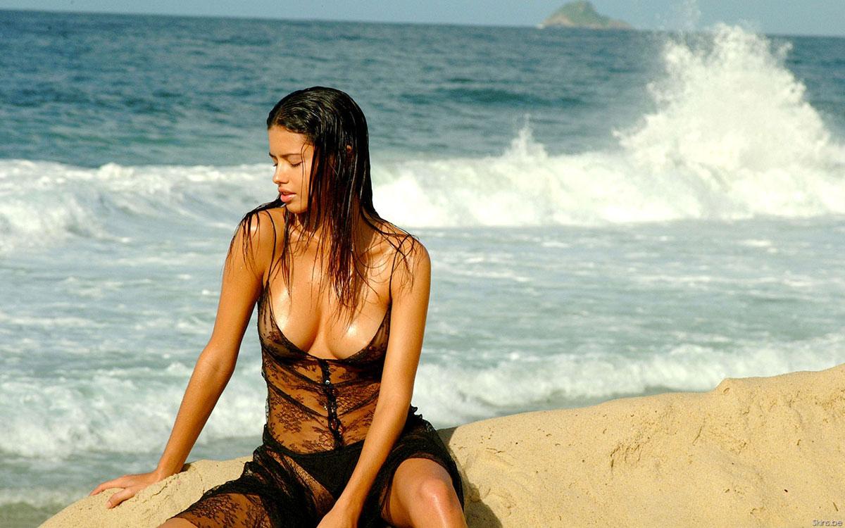 【おっぱい】早くプールや海開きして欲しいと思ってしまう水着姿のエロ画像まとめ!w【28枚】 07