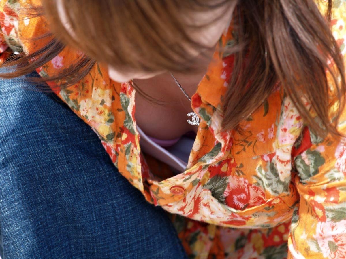 【おっぱい】胸チラは仕方ないけど乳首まで見えているのは考えさせられる素人さんの胸チラ!【30枚】 28
