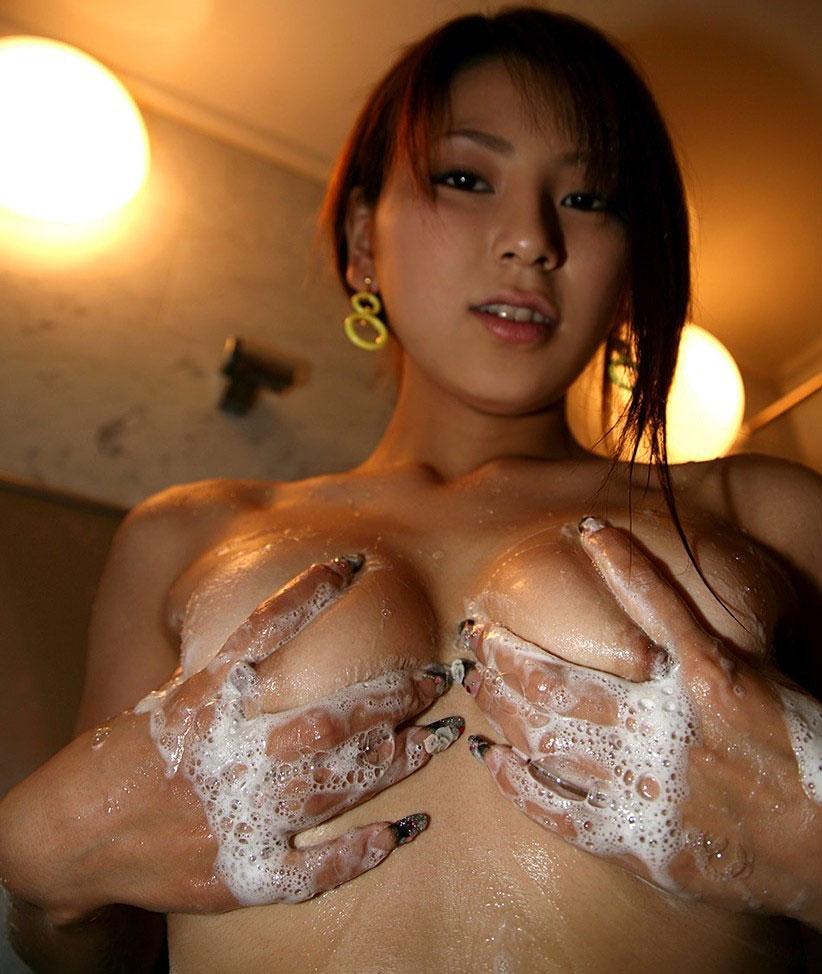 【おっぱい】邪魔だけど邪魔じゃない不思議な泡風呂と女体の相性www【28枚】 20
