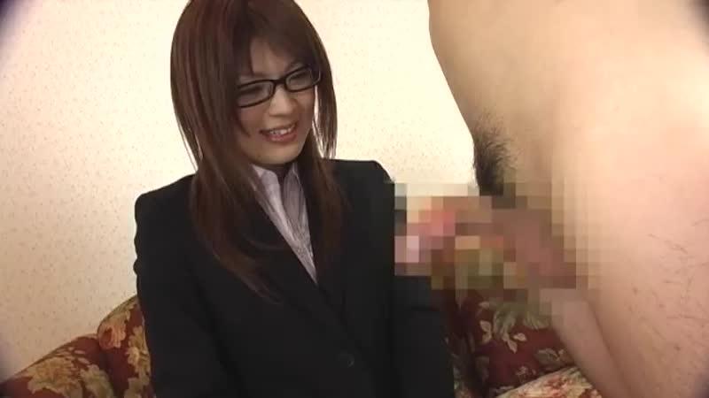 【エロ動画】スーツ姿のメガネお姉さんが恐る恐る手コキ抜き!【素人】 表紙