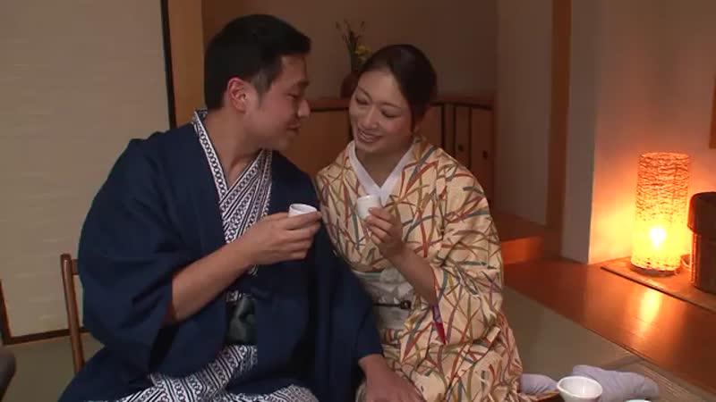 温泉女将の小早川怜子がお酌しながら淫語で誘惑してくるからwww