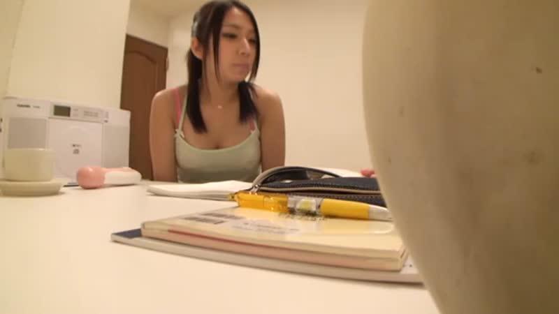 部屋を暑くして薄着にした家庭教師のJDに電マを試してみるwww