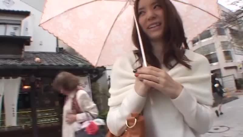 日傘を差して歩いていた巨乳人妻をナンパゲットしてホテルで即ハメ撮り!