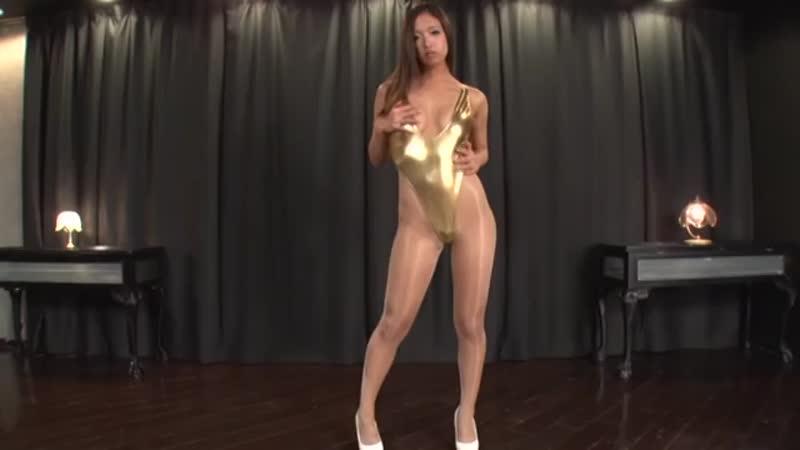 小早川怜子が金色のハイレグで美麗すぎる痴女プレイ!